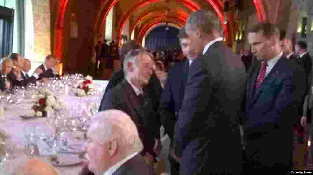 Мостафа Җәмилев һәм АКШ президенты Барак Обама (Недим Усейнов фотосы)
