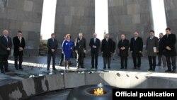Armenia - German parliament speaker Norbert Lammert (C) visits the Armenian Genocide Memorial in Yerevan, 6Mar2013.