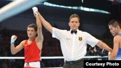 Биржан Жакып одержал победу над российским боксёром Беликом Галановым на чемпионате мира по любительскому боксу. Алматы, 18 октября 2013 года.