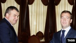 Russian President Dmitry Medvedev (right) and Defense Minister Anatoly Serdyukov
