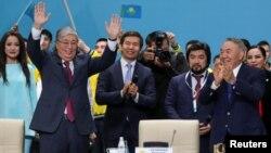 Ղազախստան - Կասիմ-Ժոմարտ Տոկաևը (ձախից) և Նուրսուլթան Նազարբաևը «Նուր Օթան»-ի համագումարի ժամանակ, Նուր-Սուլթան, 23-ը ապրիլի, 2019թ․
