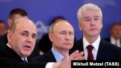 Российский премьер Мишустин, президент РФ Путин и мэр Москвы Собянин в оперативном штабе по коронавирусу, 17 марта 2020