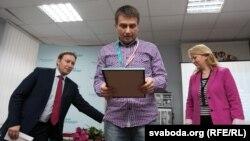 Пераможца ў намінацыі «Журналістыка» Зьміцер Лукашук