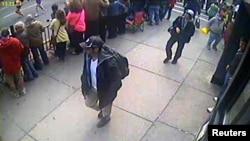 Фото подозреваемых во взрывах в Бостоне.