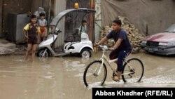 مياه الأمطار تغرق شوارع بغداد في 3 كانون الثاني 2013
