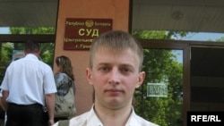 Яўген Якавенка ля суду Цэнтральнага раёну