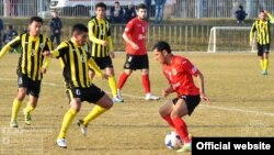 Игра между узбекским «Нефтчи» и таджикской футбольной командой «Истиклол», архивное фото.