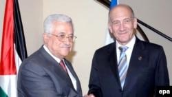 نخست وزيراسرائيل و رهبرتشکيلات خودگردان فلسطينی چهارشنبه ششم اوت برای نخستین بار پس از اعلام کناره گیری اهود اولمرت از قدرت با یکدیگر دیدار می کنند. عکس از EPA