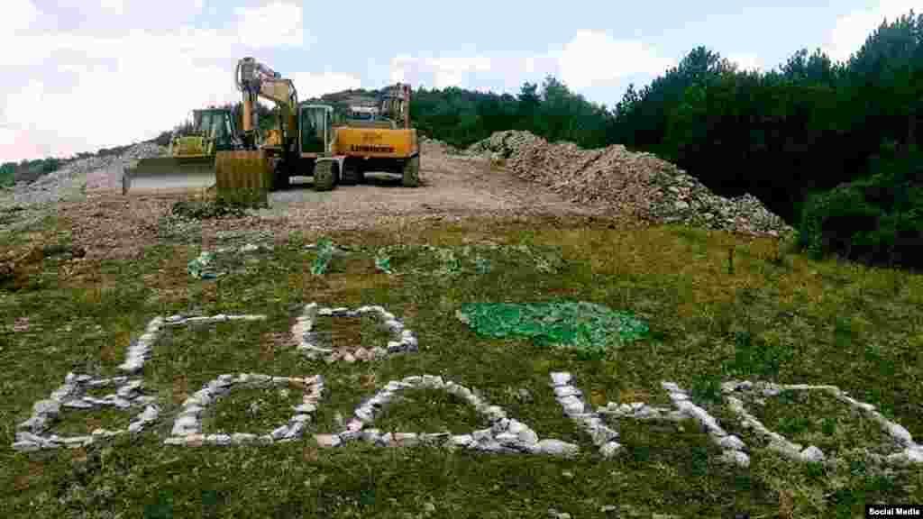 МАКЕДОНИЈА - Вицепремиерот Кочо Анѓушев изјави дека гасоводот низ Водно има регуларна градежна дозвола и за негова изградба државата има земено кредит и потпишано договори со изведувачи. Според вицепремиерот, станува збор за проект среде имплементација и секоја промена ќе значи одолжување на градбата на гасоводот и дополнително сечење на шума за греење на граѓаните. Тој убедува дека е направено се оваа траса низ Водно што помалку да ја загрози животната средина.