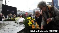 Sarajevo: Položeno cvijeće u spomen na nastradale