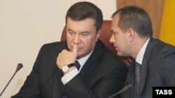 President Viktor Yanukovich (left) with Deputy Prime Minister Andriy Klyuyevin Kyiv, 04Apr2007