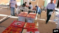 Избирательные урны в Бенгази, Ливия, июль 2012 года.