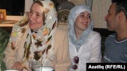 Ифира Хәлимова кызы Бәлкыйс һәм кияве белән. 2010 елда Казанга сәфәр