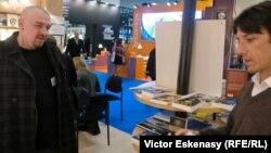Lucian Dan Teodorovici la standul Grupului editorial Libella
