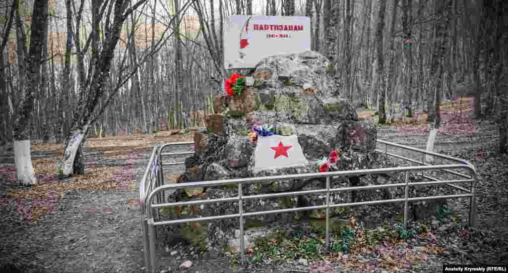 Пам'ятник кримським партизанам Другої світової війни в районі перевалу Шайтан-Мердвен (Чортові сходи)