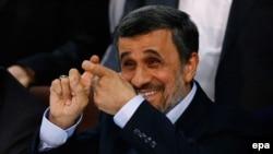 Бывший президент Ирана Махмуд Ахмадинежад в предвыборном штабе при МВД Ирана после регистрации в качестве кандидата в президенты. Тегеран, 12 апреля 2017 года.