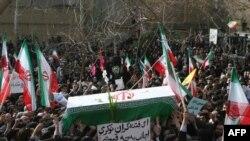 Похороны одного из погибших во время демонстрации оппозиции