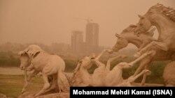 آلودگی هوای شهر اهواز در بعد از ظهر روز سهشنبه ۲۴ فروردین
