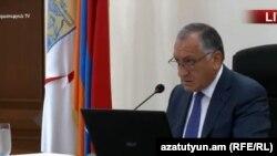 Вице-мэр Еревана Камо Ареян проводит заседание Совета старейшин Еревана, 26 июня 2018 г.