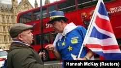 Juncker: 'Želimo pronaći kreativno rešenje koje sprečava čvrstu granicu u Severnoj Irskoj' (Foto: protest pristalica i protivnika Brexita, London, septembar 2018)