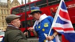Rasprava pristalice i protivnika Brexita u Londonu.