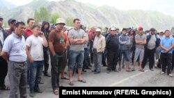 Жол тосуп тургандар, Алай, 29-май, 2014.