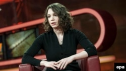 Zhanna Nemtsova, the daughter of late Russian opposition leader Boris Nemtsov, appears on a TV talkshow on German broadcaster ARD in March.