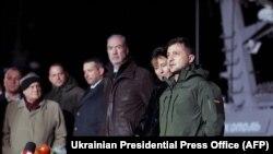 Volodymyr Zelenskiy Rusiyanın buraxdığı Ukrayna gəmilərini qarşılayır