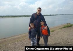 Сергей Петроченко с детьми