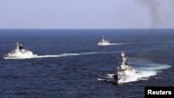 На снимке: военно-морские учения Китая