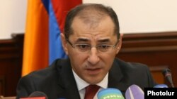 Armenia - Finance Minister Vartan Aramian at a news conference in Yerevan, 4Oct2016.