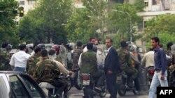شماری از دانشگاهیان جهان از دولت ایران خواسته اند کاری نکند که مردم چشم به خارج بدوزند.
