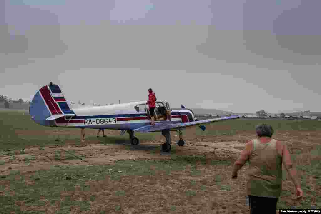 The airfield is not being officially open, but Vladimir and Herolda occasionally receive winged visitors. This plane belongs to a pilot friend who brought his family to the island for a visit.