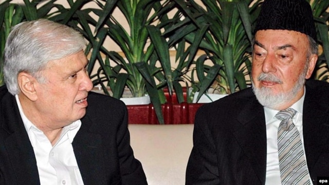 Former Pakistani Interior Minister Aftab Khan Sherpao (left) is seen at a 2007 meeting with Afghan Regional Peace Jirga Preparation Commission to Pakistan head Pir Said Ahmad Gilani.