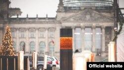 Создатели монумента «Колонна сопротивления» предостерегают от сотрудничества с правыми популистами. Берлин, декабрь 2019 года.