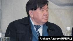 На встречу в Дом-музей Мухтара Ауэзова пришел и казахстанский поэт и писатель Мухтар Шаханов. Казахстан, 14 ноября 2014 года.