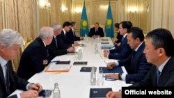 Президент Казахстана Нурсултан Назарбаев на встрече с руководителями западных нефтегазовых компаний. Атырау, 7 декабря 2016 года.