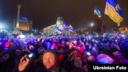 Майдані Незалежності у новорічну ніч, 1 січня 2013 року