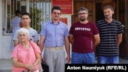 Наріман Мемедемінов (другий справа), літо 2017 року