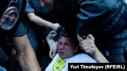 """Задержание на акции """"Стратегия-31"""" на Триумфальной площади в Москве, 31 июля 2012"""