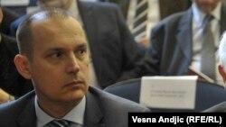 Министерот за здравство на Србија, Златибор Лончар