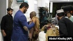 مجروحان حمله انتحاری در ولایت هلمند.