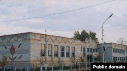 Бәләбәйдәге элекке татар гимназиясе, хәзер гади мәктәп бинасы (архив фотосы)