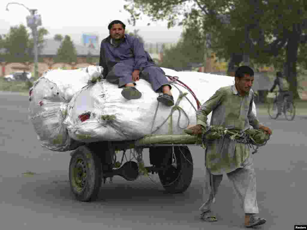 Afganistan - Kabul, 17.05.2011. Foto: Reuters / Omar Sobhani