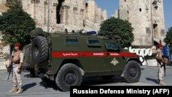 Алеппода бақлау жасап жүрген Ресей әскерилері. Сирия, 13 қыркүйек 2017 жыл.