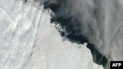 Pamje e një hapësire me akull të Arktikut