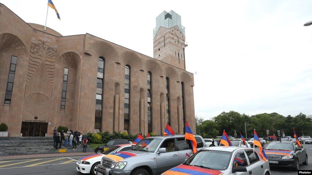 Полиция изучает заявление граждан против мэра Еревана