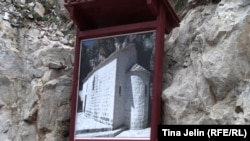 Putokaz ka manastiru Zavala,foto: Tina Jelin