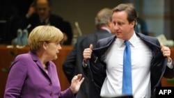 Müqavilənin sponsoru Almaniya kansleri Merkel və imza atmaqdan imtina edən Britaniya baş naziri Cameron