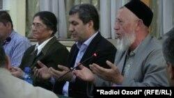 Тажик оппозициясынын талапкер көрсөткөн жыйыны. Дүйшөмбү, 10-сентябрь, 2013-жыл.